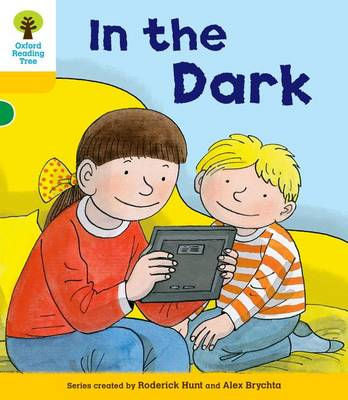 Oxford Reading Tree: Decode and Develop More A Level 5 In The Dark by Roderick Hunt, Paul Shipton