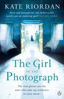 Cover for The Girl in the Photograph by Kate Riordan